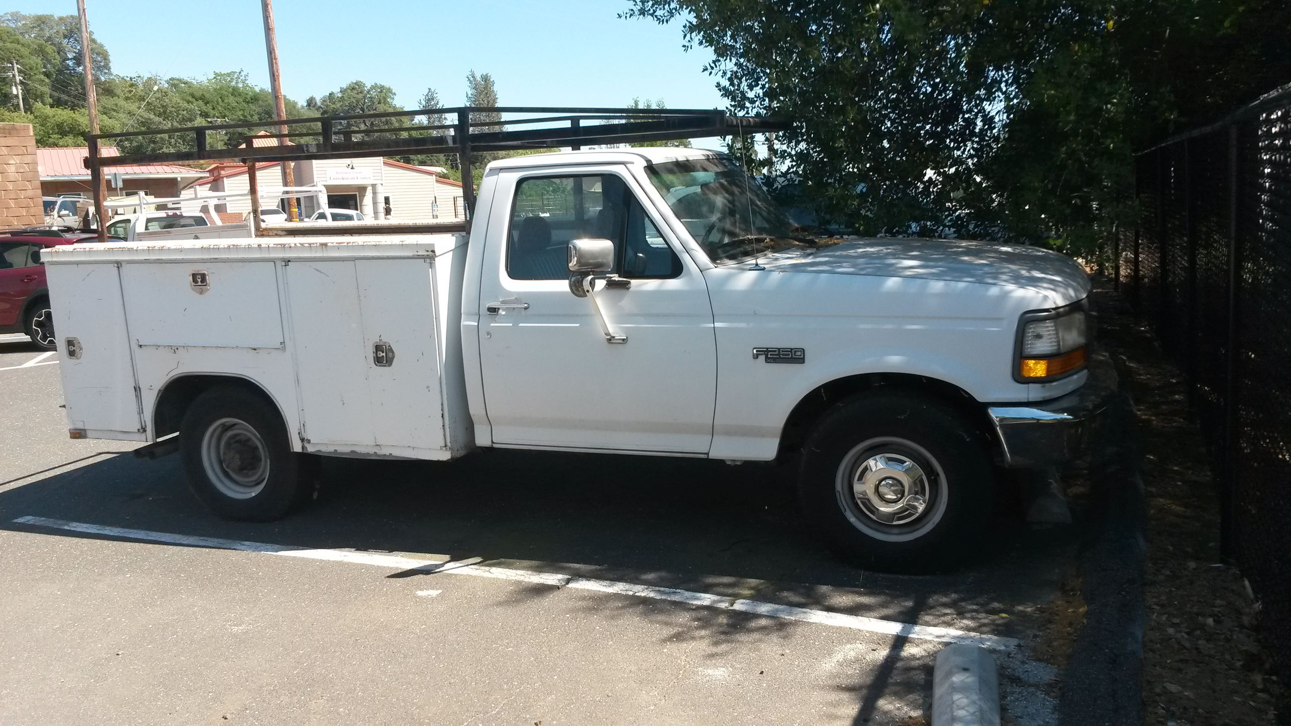 1995 Ford F250 w-Lift Gate-1
